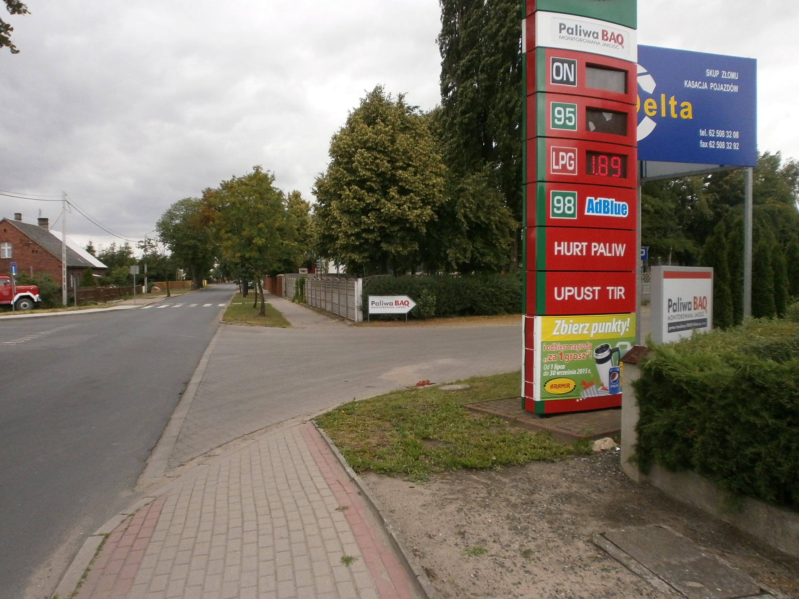 Wjazd na stację benzynową