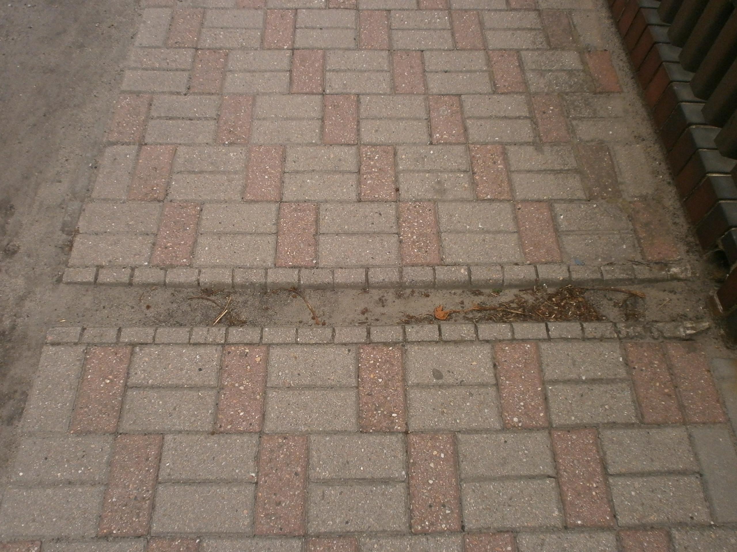 Rynienka na chodniku