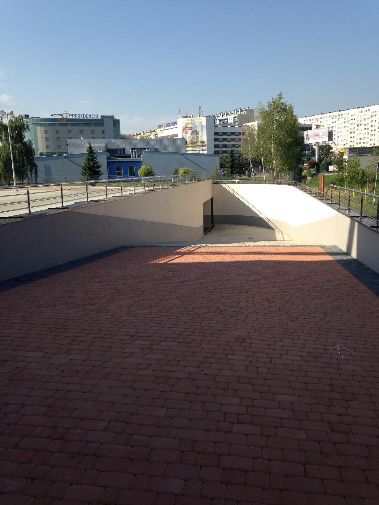 Wjazd na parking podziemny