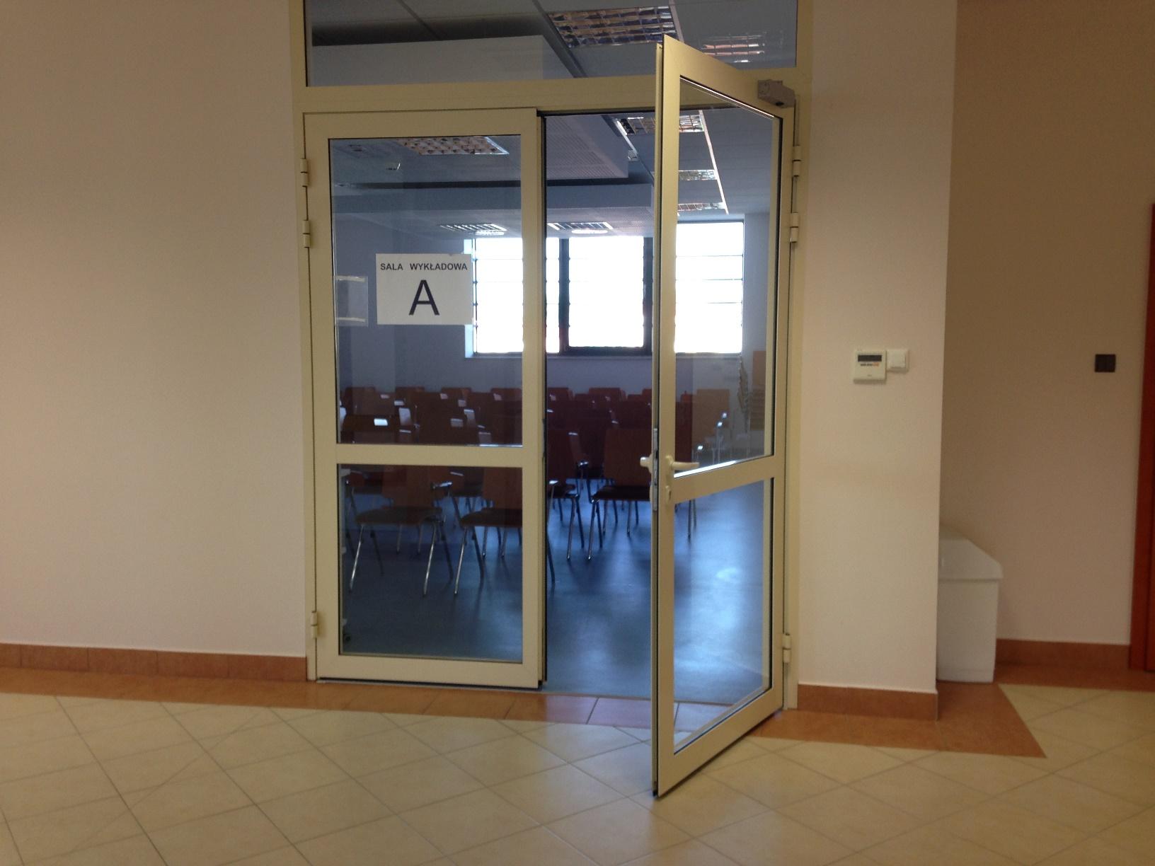 Wejście do sali wykładowej A.