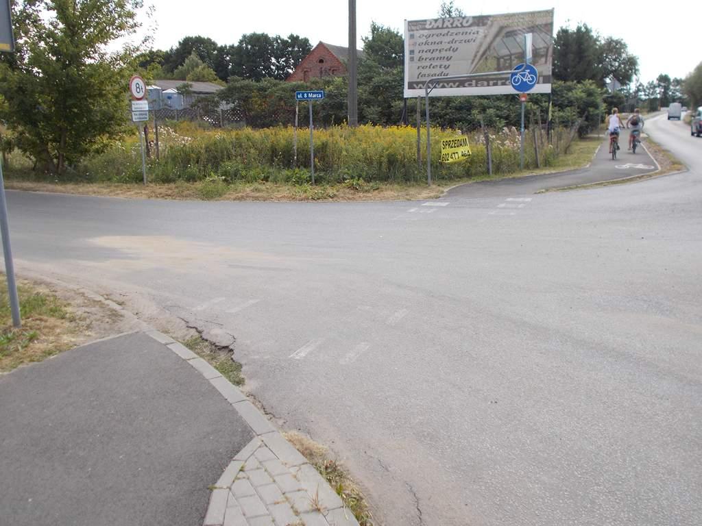 Koniec drogi rowerowej na skrzyżowaniu