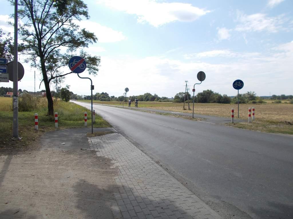 Koniec drogi rowerowej podczas zmiany strony jej przebiegu