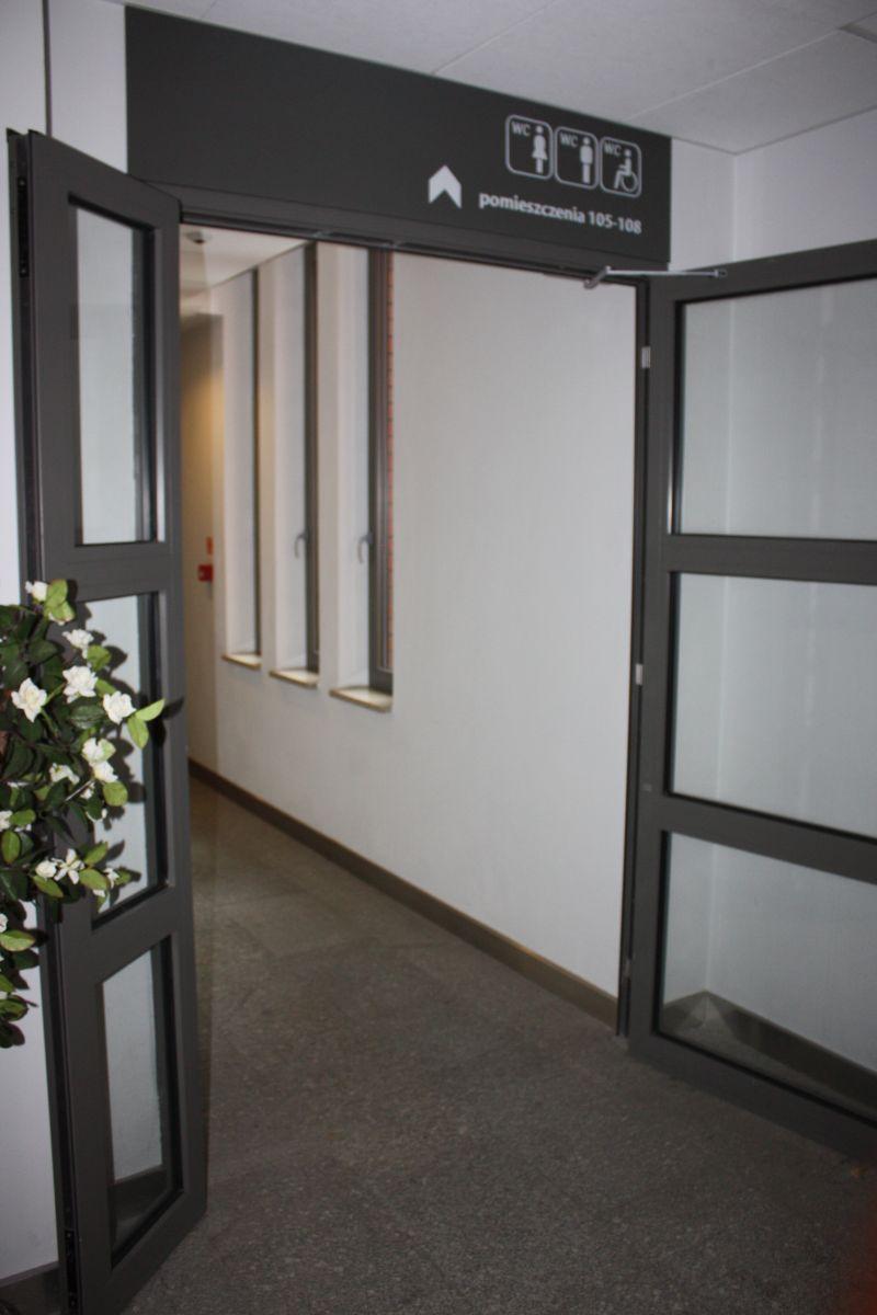 korytarz i informacje obrazkowe