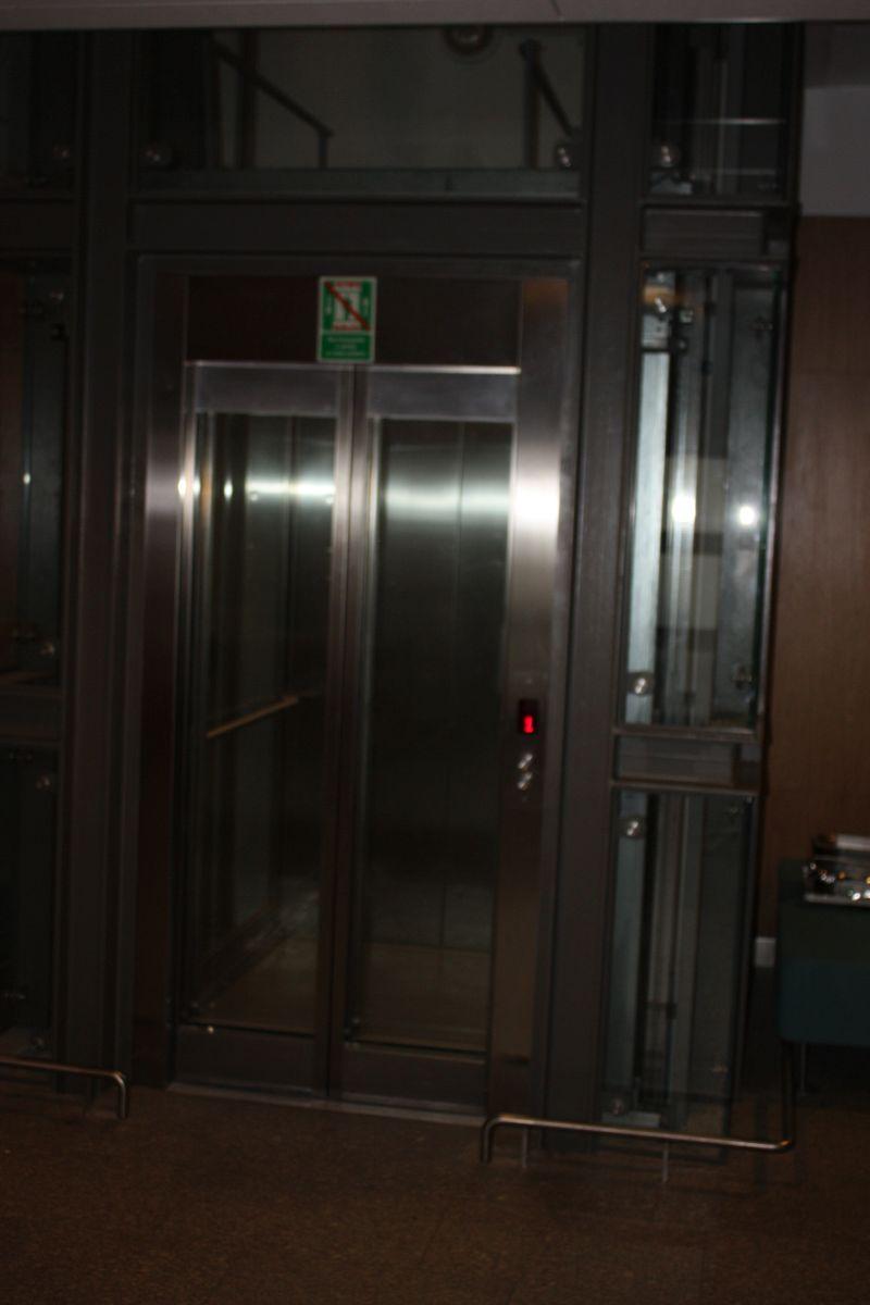 winda w holu